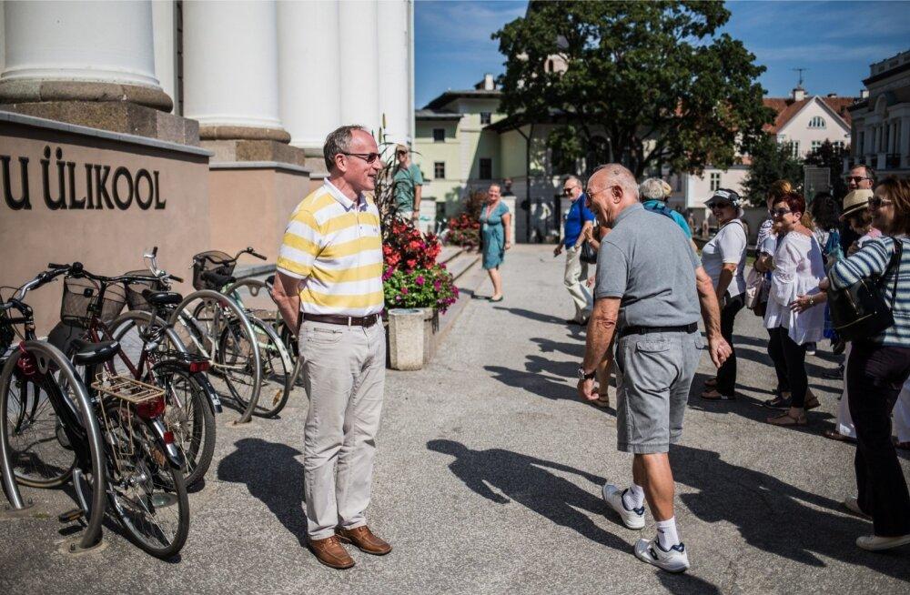 Välisturist õnnitles vastset Tartu ülikooli rektorit Toomas Asserit. Selgus, et ka Tartusse tulnud turistid teavad, et ülikoolil on uus rektor.