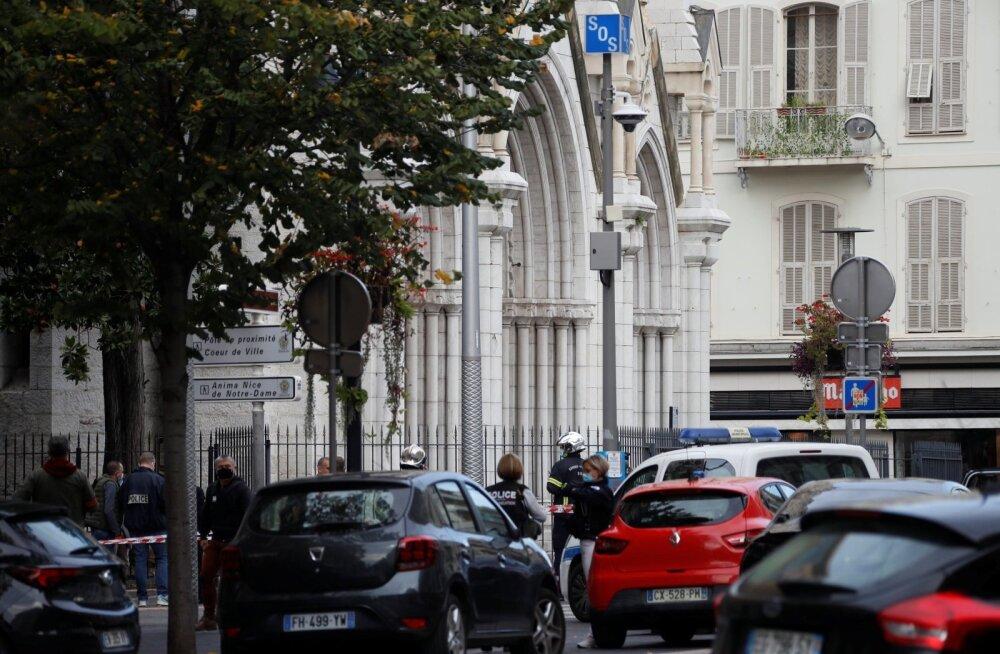 ФОТО | Террорист напал с ножом на людей в базилике Нотр-Дам в Ницце. Три человека погибли