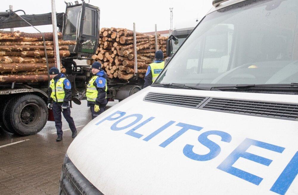 Politsei kontrollib Paldiskis veoautosid