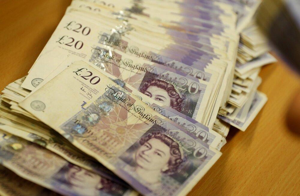 Raha põgeneb Brexiti hirmus Suurbritannia fondidest.