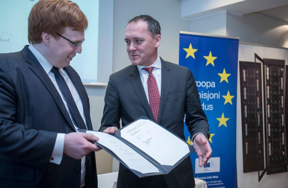 Skeleton Technologies ja Euroopa Investeerimispanga laenulepingu allkirjastamine. Taavi Madiberk ja Rafal Rybacki.