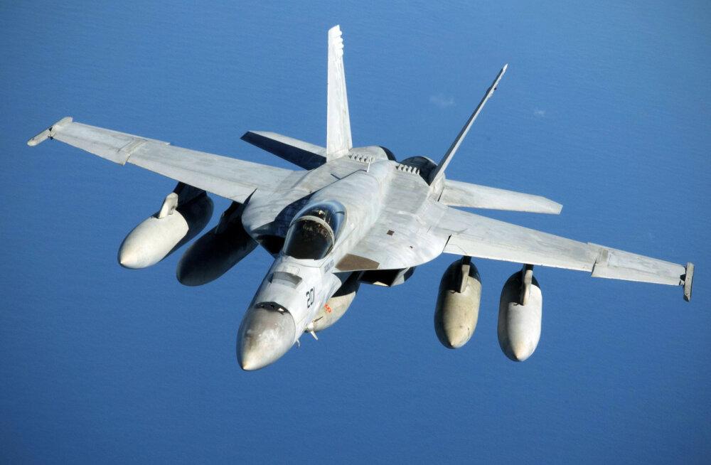 Raport: USA sõjalennukite kokkupõrge õhus juhtus ebaprofessionaalsusest: piloodid lugesid raamatut, kammisid vurre ja tegid selfisid