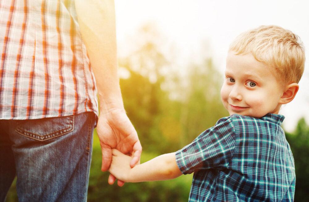 Poisi kujunemisel on määravaks isa suhtumine ja ema eeskuju