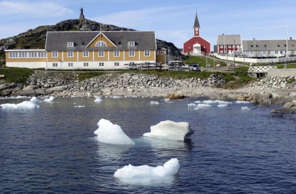 Аномальная жара в Арктике: в Гренландии вновь вспыхнула растительность, за месяц остров добавил в океан 197 миллиардов тонн воды