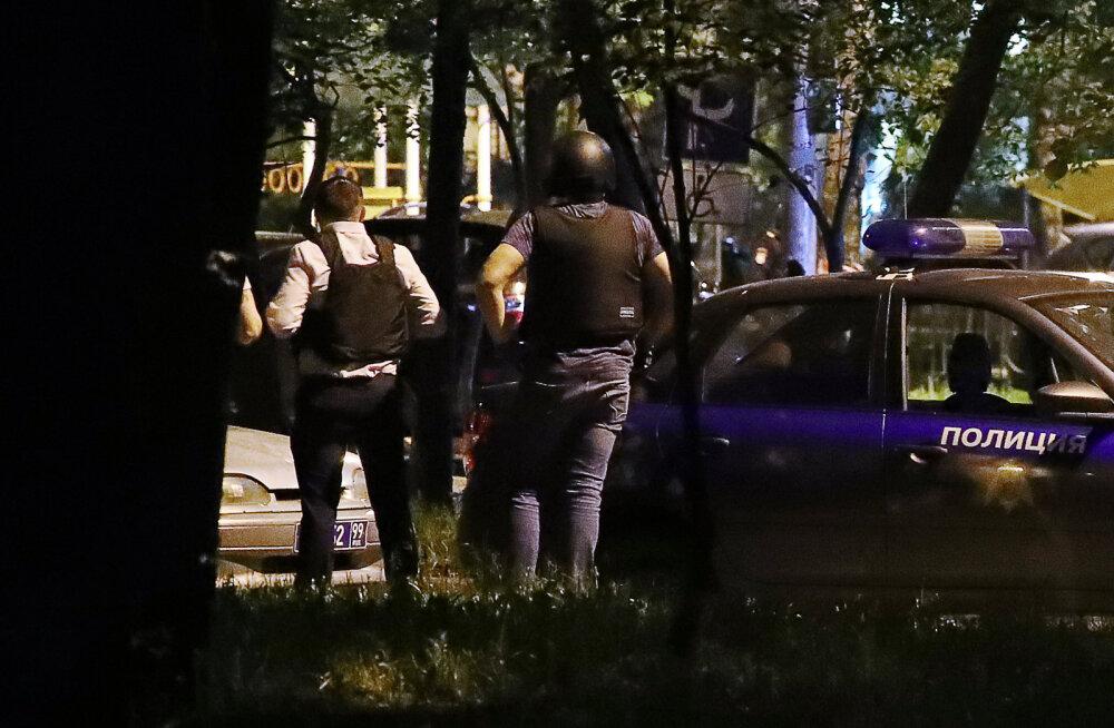 В Москве мужчина открыл стрельбу из окна по прохожим, есть раненые. Стрелок задержан