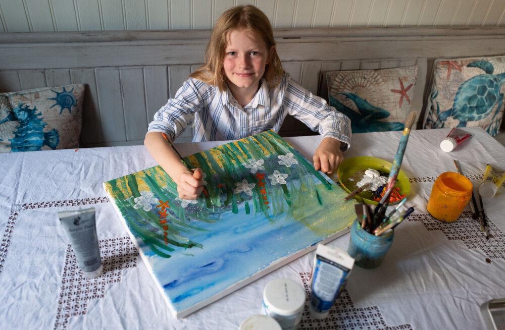 10-летняя художница собрала более 55 тысяч евро на борьбу с раком. Ее сравнивают с Моне
