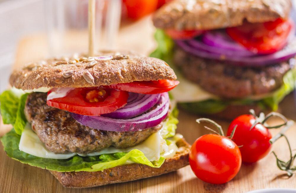 RETSEPT | Teistmoodi jaanid: grillitud veisehakklihapihvidega hamburger
