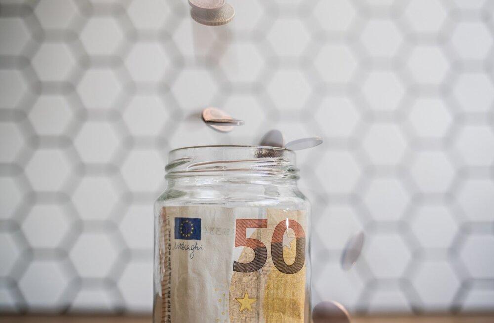 Uuring: inimesed hoiavad järjest rohkem sääste sularahana kodus