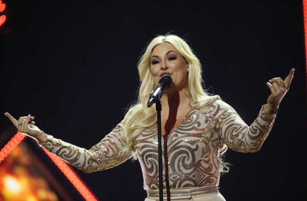 FOTOD | Piilu peaproovi! Eesti Laulu 2. poolfinaali laval näeb kasse ja rõivaid, mis on juba korra Eurovisioni võidu koju toonud