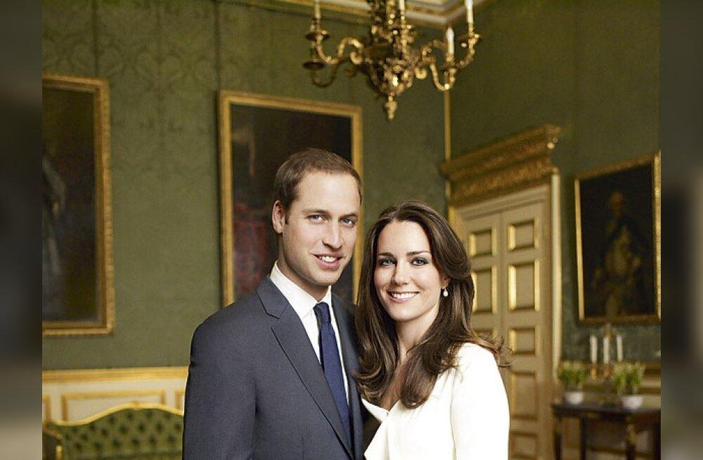 Prints William ja Kate Middleton näitavad kihlusefotosid