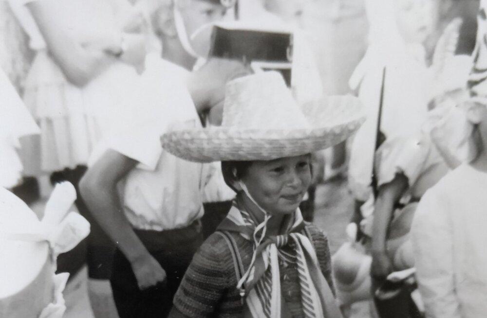 FOTOD   Kas tunned ära, kes on see väike kauboi, kes Kroonikale oma lapsepõlve pildialbumi avas?