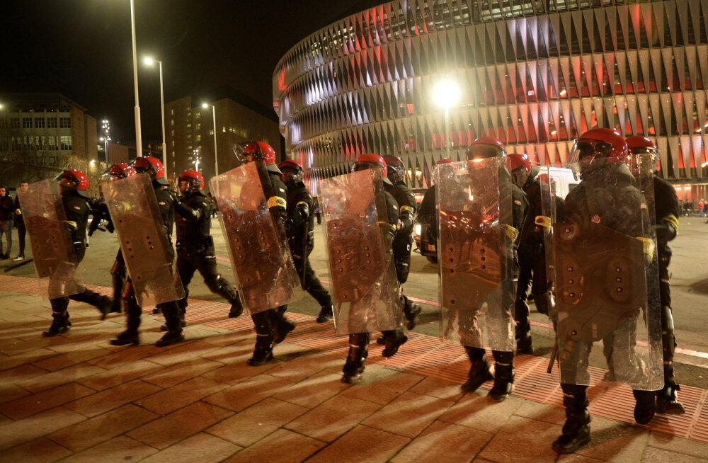 FOTOD JA VIDEO   Bilbao ja Spartaki fännide rahutustes kaotas elu märulipolitseinik