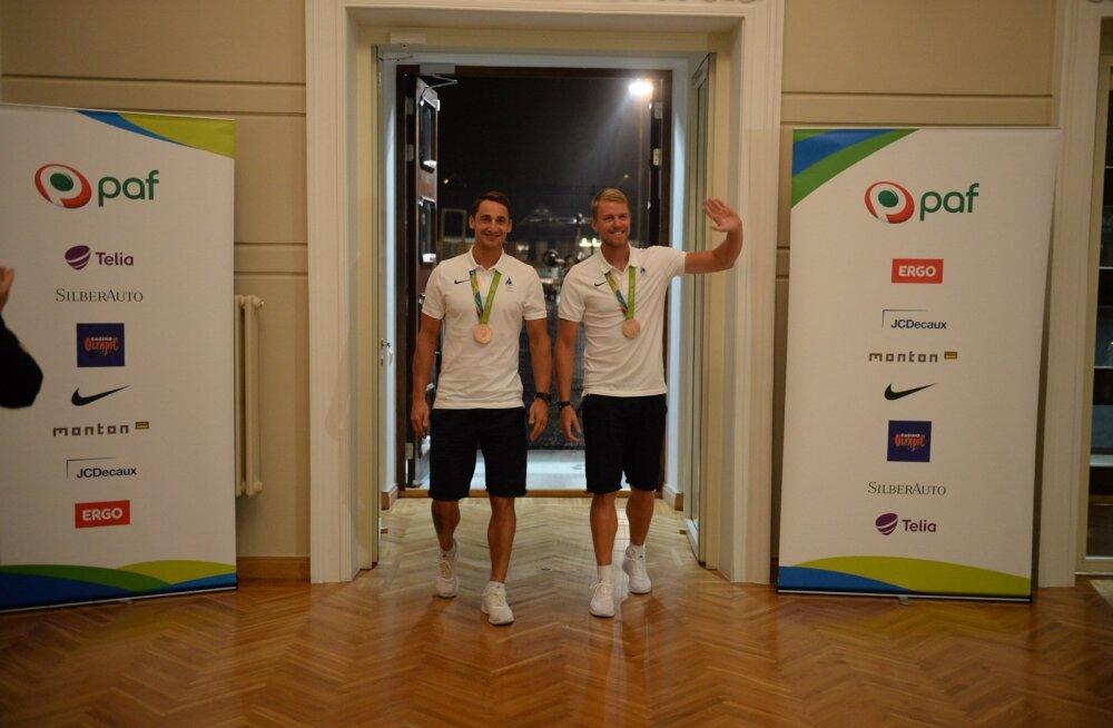 FOTOD: Kaspar Taimsoo ja Allar Raja said kodumaale saabudes sooja vastuvõtu osaliseks