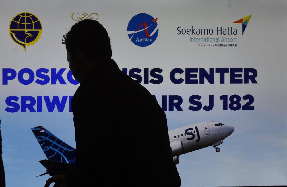 Indoneesias radarilt kadunud reisilennuk leiti merest