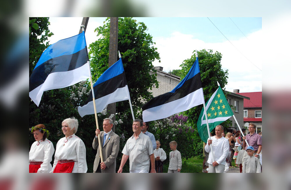 Lipu seltsi osalusel sinimustvalge lipu sünnipäev kolmes linnas