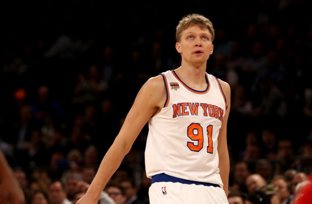 New York Knicks loobus Kuzminskasest, et teha ruumi dopingukeelust vabanevale Joakim Noah'le