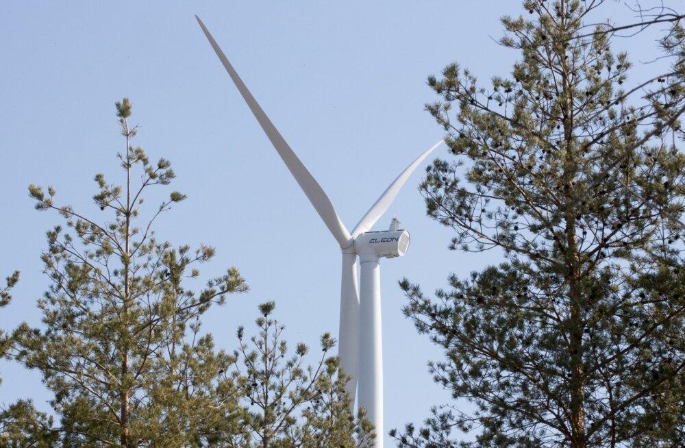 Aidu tuulepargis püsti pandud tuulik