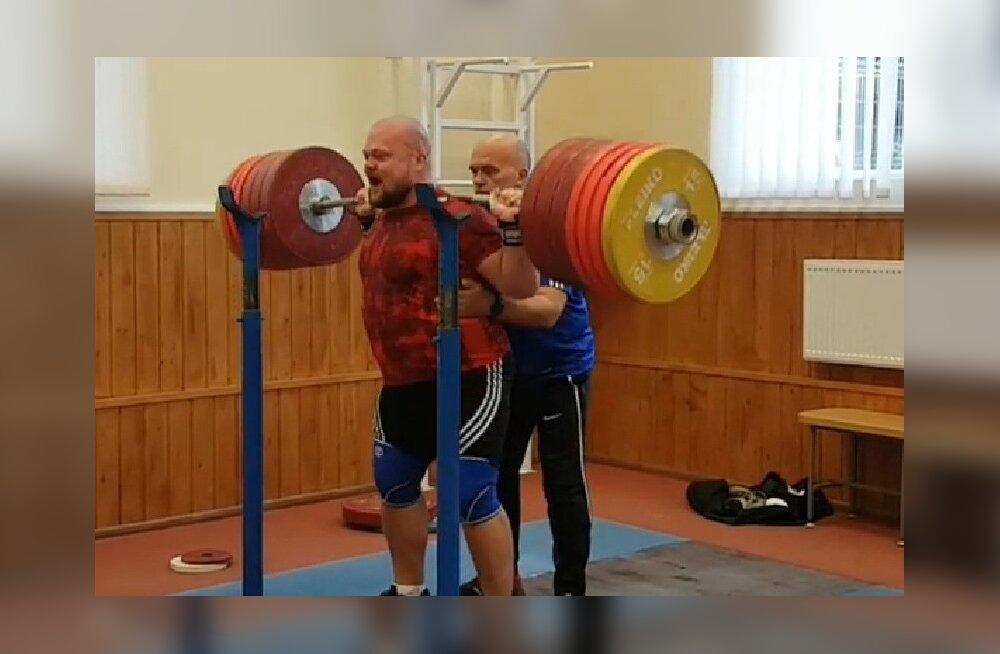 Mart Seim koos treenerist isa Alar Seimiga Ukraina treeninglaagris.