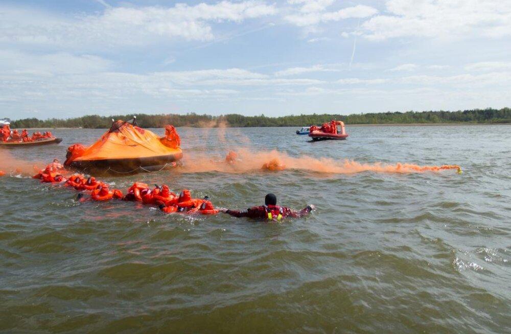 FOTOD: Legend: Lennuk kukkus Järve! Ülemiste järvel toimub suur päästeameti õppus