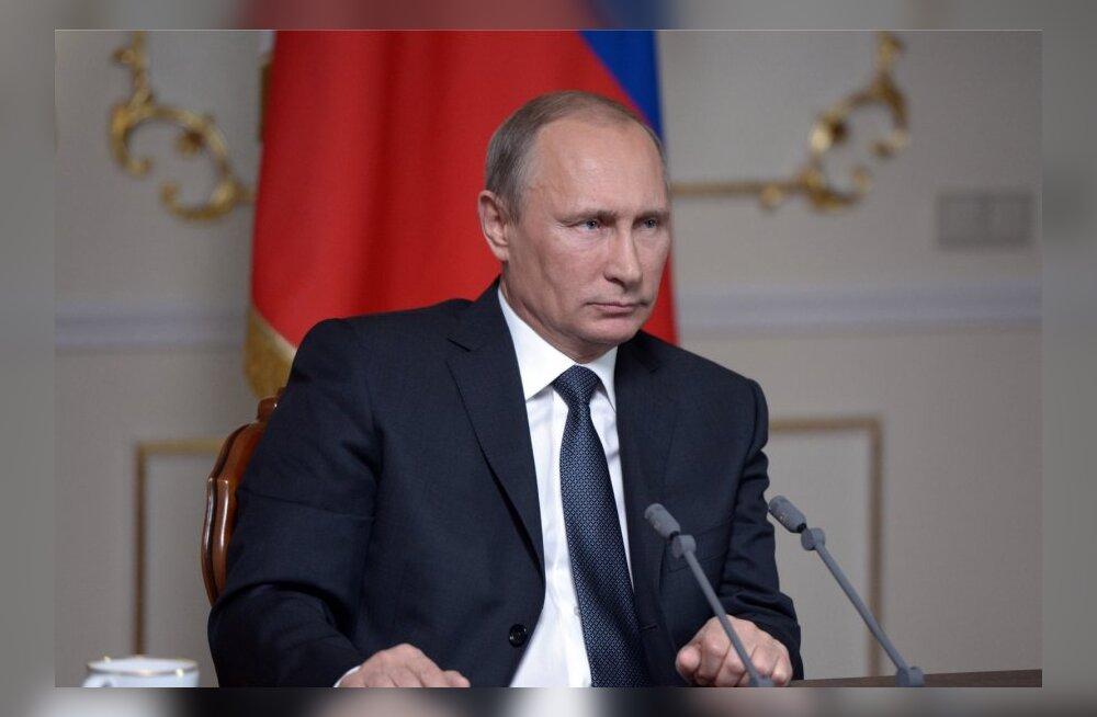 Ühes Peterburi majas kiidab 200 inimest raha eest Putinit
