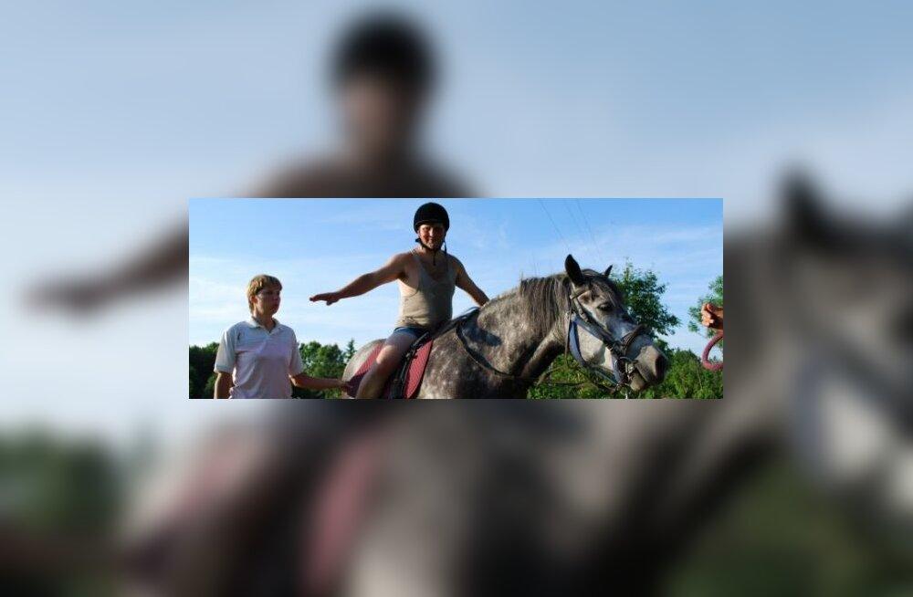 Esimest korda maailmas: tsirkuseteraapia koos hobusega
