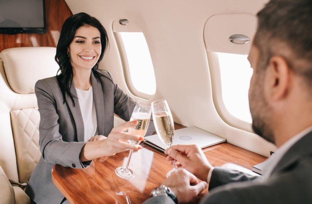 UUS KEELD | Need lennufirmad ei serveeri enam oma lennukite pardal alkoholi