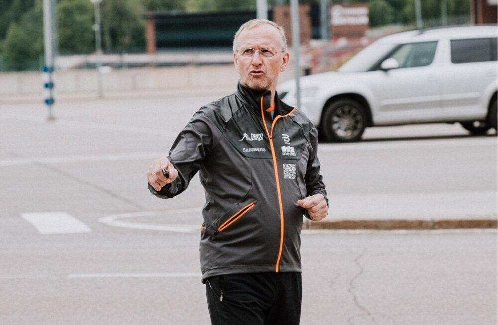 Pildimeenutus möödunud suvest, kui Mati Alaver sai veel vaba mehena juhendada Otepääl Team Haanja suusatajaid.