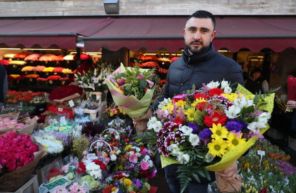 FOTOD | Kes hiljaks jääb, see ilma jääb! Viru tänaval käib iga lilleõie nimel tuline võitlus