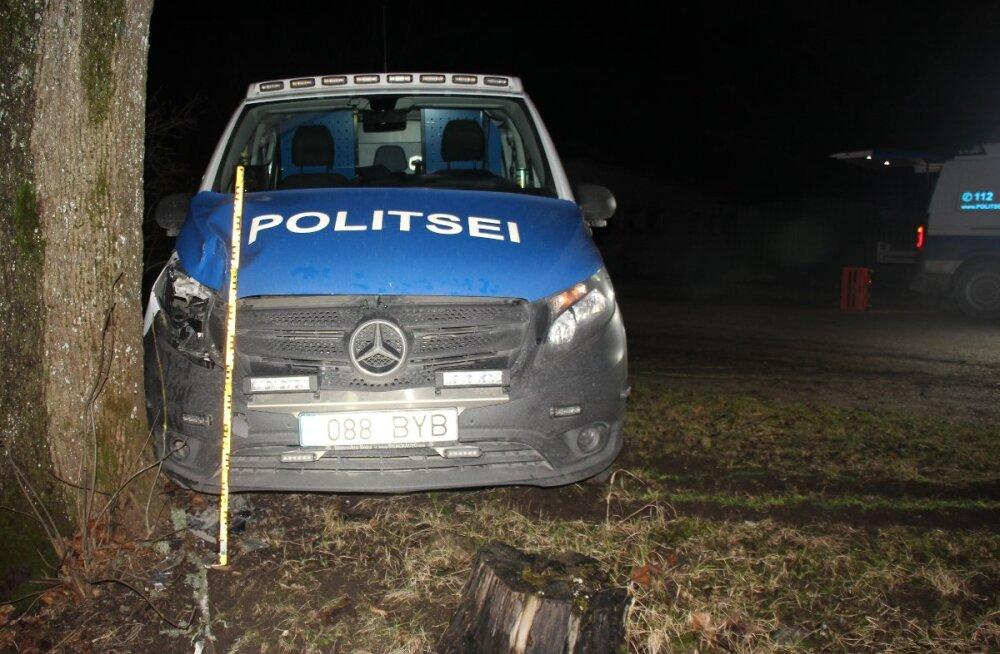 FOTO | Politseipatrull sattus joobes juhti taga ajades avariisse