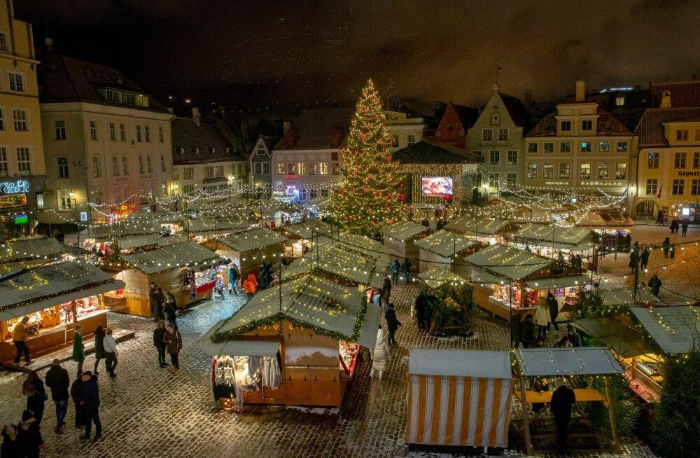 Jõulupuu Tallinnas, Raekoja platsil