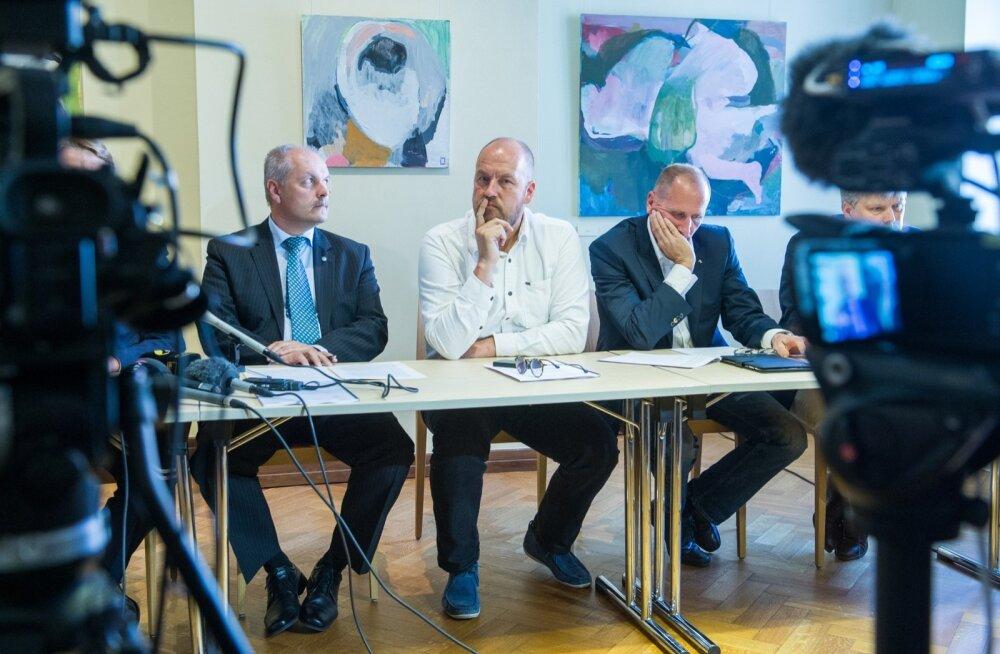Uurimiskomisjoni kuulunud (vasakult) Henn Põlluaas, Artur Talvik ja Valdo Randpere nentisid eile, et Tallinna Sadamas on asju aetud läbipaistmatult.