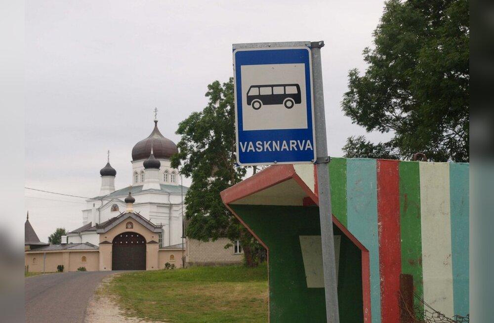 Vasknarva külapäeval löödi kloostri taga tantsu ja söödi angerjasuppi