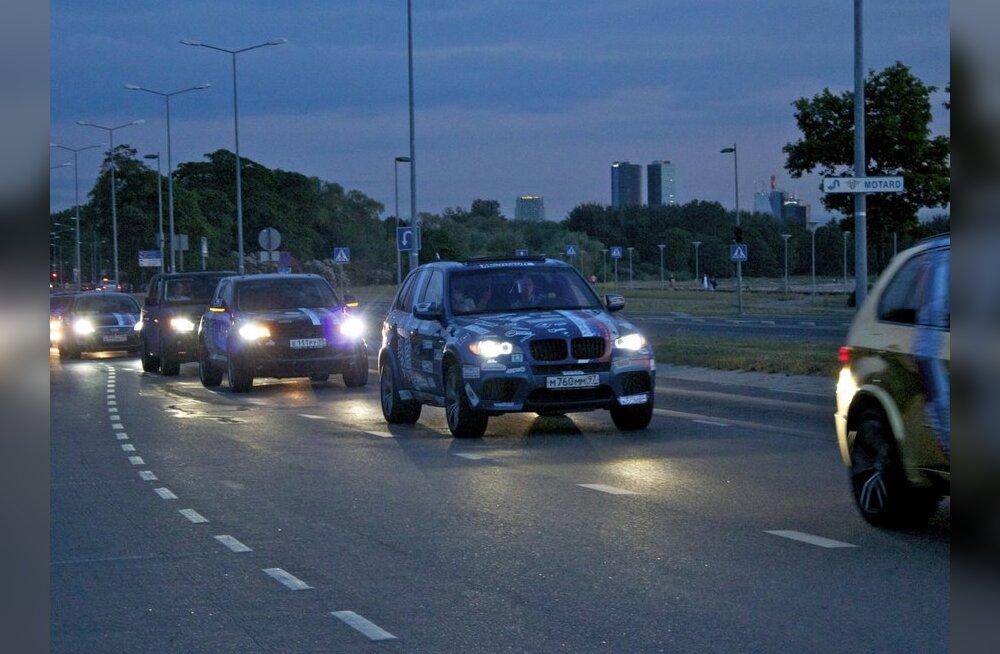 TV3: Богач из России разбил стекло своего шикарного BMW топором