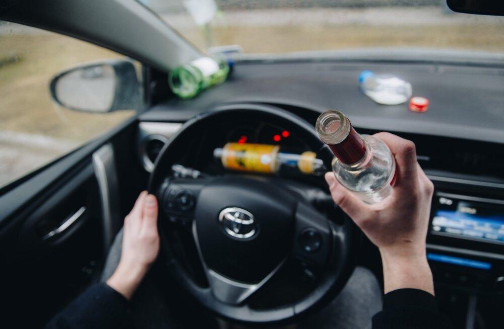 Purjus mees kutsus endale politsei: jõin palju viina, aga tahaks autoga sõitma minna. Kes mind keelaks?