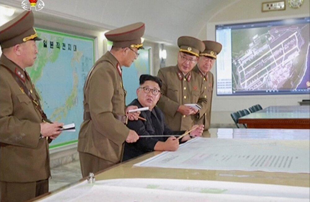 Põhja-Korealt ja Kim Jong-unilt (istub keskel) tuli ähvardus, et tuumarakett saadetakse Guami poole, mis on USA läänepoolseim territoriaalvaldus.
