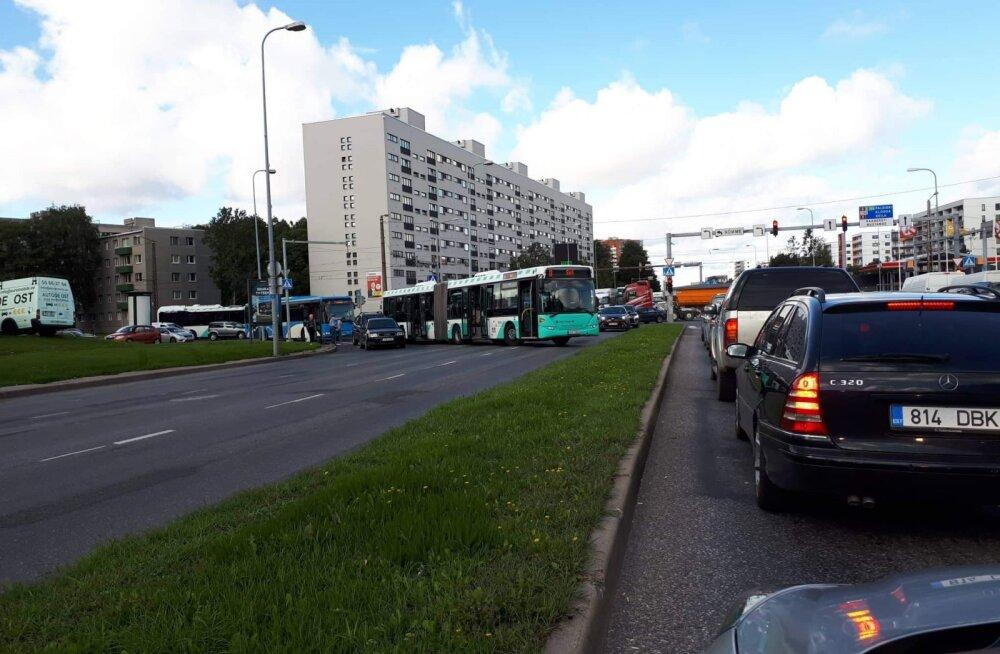 FOTO | Tammsaare teel sattus liinibuss õnnetusse