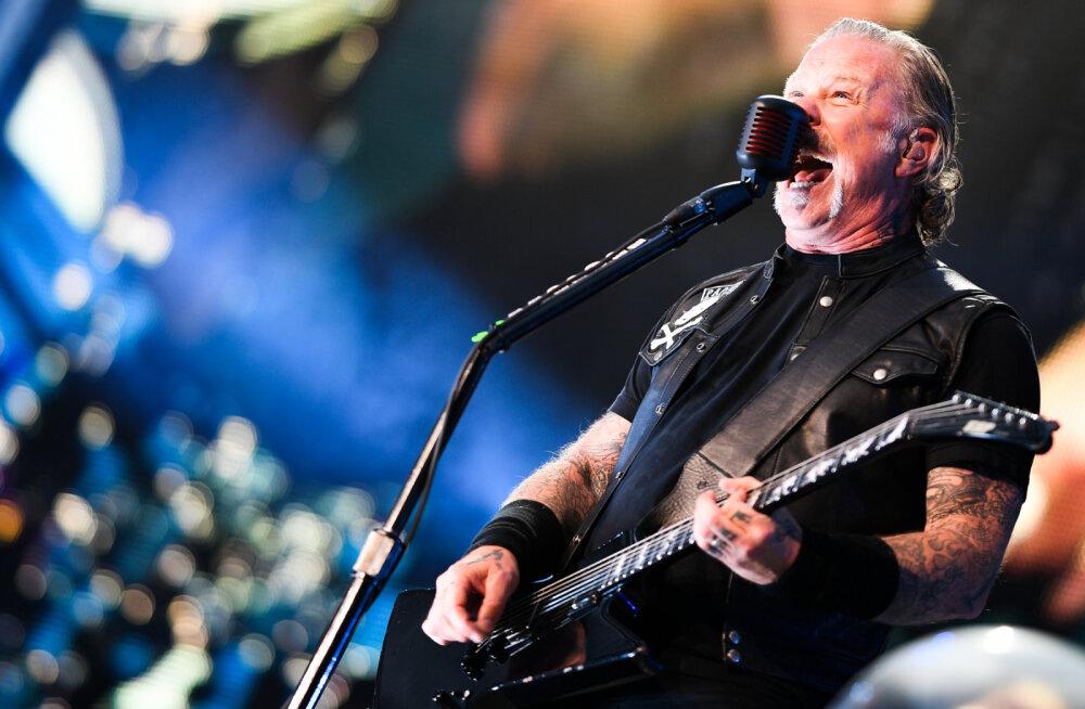 VIDEO | Aitab igas hädas: Kanada naine hirmutas Metallica lauluga puuma minema
