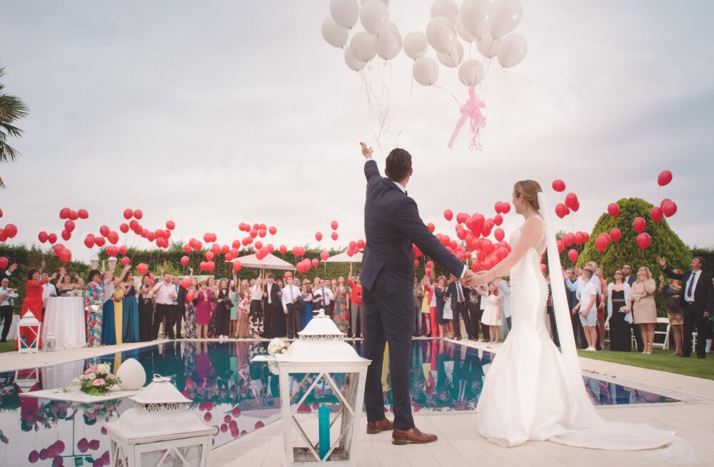 Abielupaarid jagavad, milliseid pulmaga seotud kulutusi nad täna kõige rohkem kahetsevad