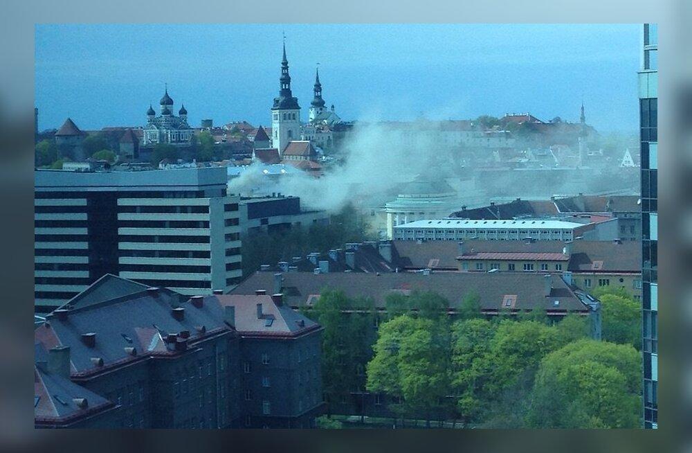 ФОТО DELFI: В торговом центре Solaris произошел пожар, людей эвакуировали
