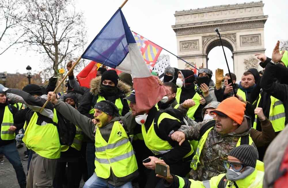 Turistide asemel hõivasid laupäeval Pariisi kuulsa Arc de Triomphe'i ümbruse meeleavaldajad.