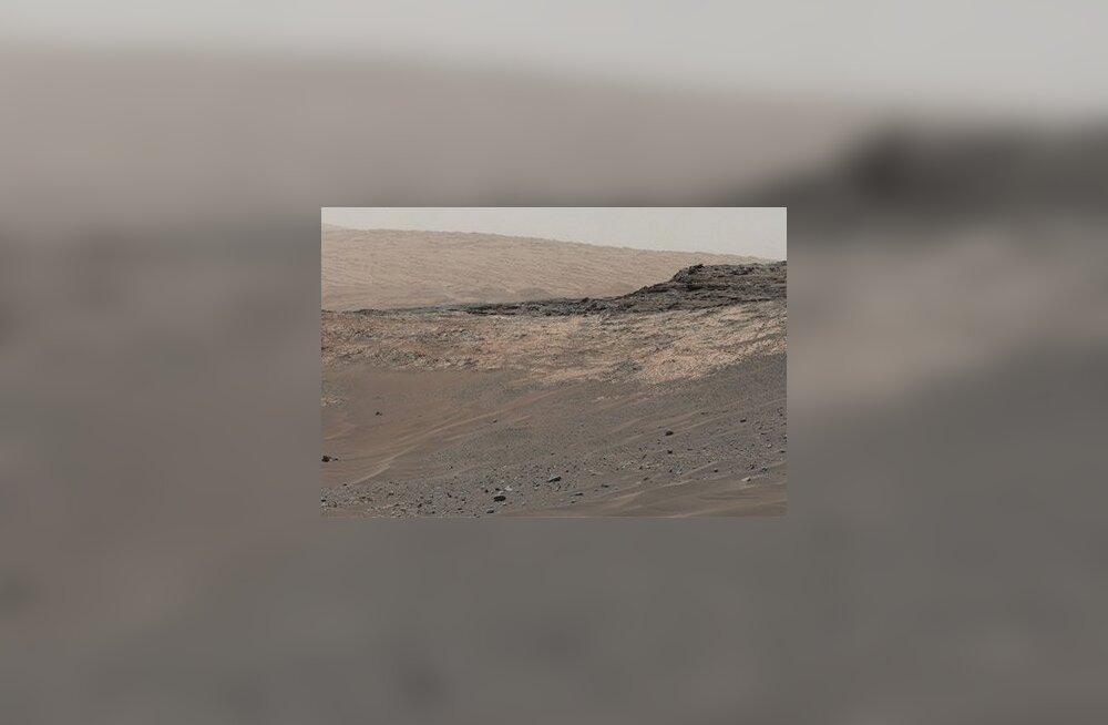 Марсоход Curiosity сделал панорамный снимок