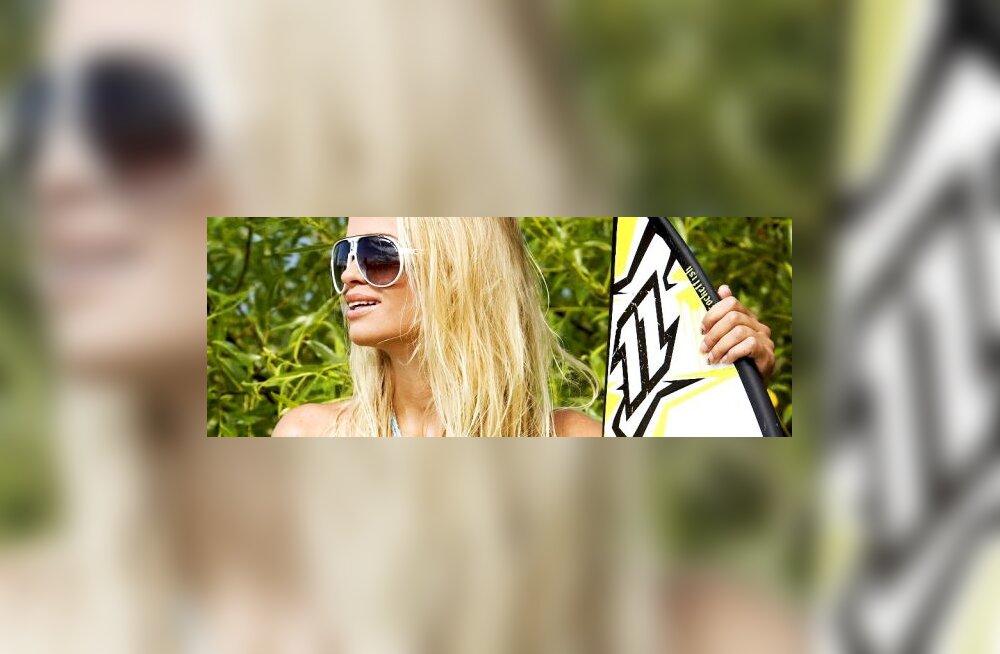 VIDEO: Kalendritüdruk Kai kehastus fotosessioonil surfitüdrukuks