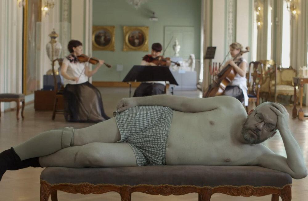 """Peeter Sauterist rääkiv dokumentaalfilm """"Kirjanikuga voodis"""" võistleb tippklassi festivalil"""