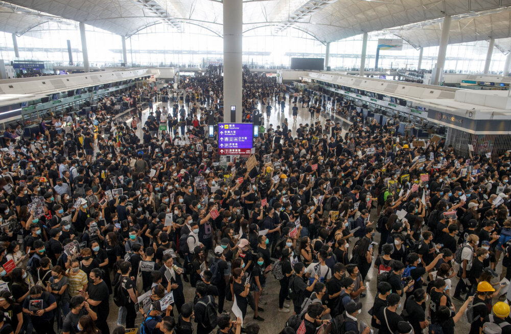 Hongkongi lennujaam tühistas meeleavaldajate tõttu väljuvad lennud