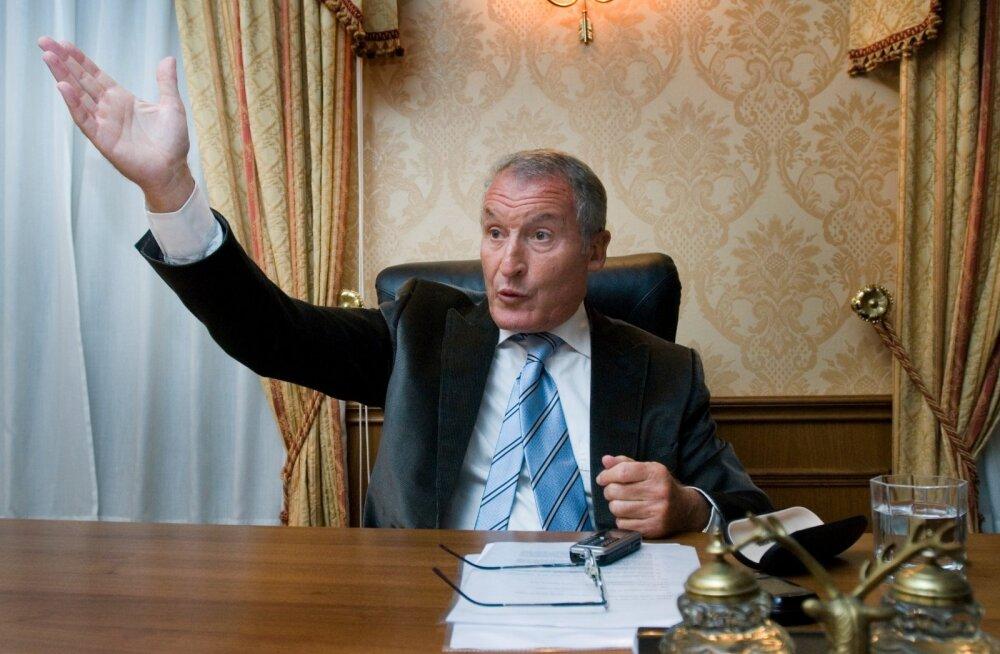 Mai lõpus teatas ärimees Ernesto Preatoni, et taandub Pro Kapitali ja selle tütarettevõtete nõukogudest.