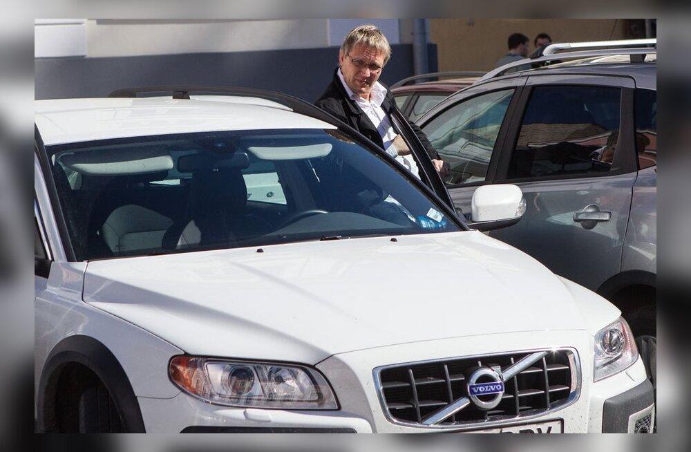 Скидка только для депутатов: крупные подарки народным избранникам от Audi и Volvo