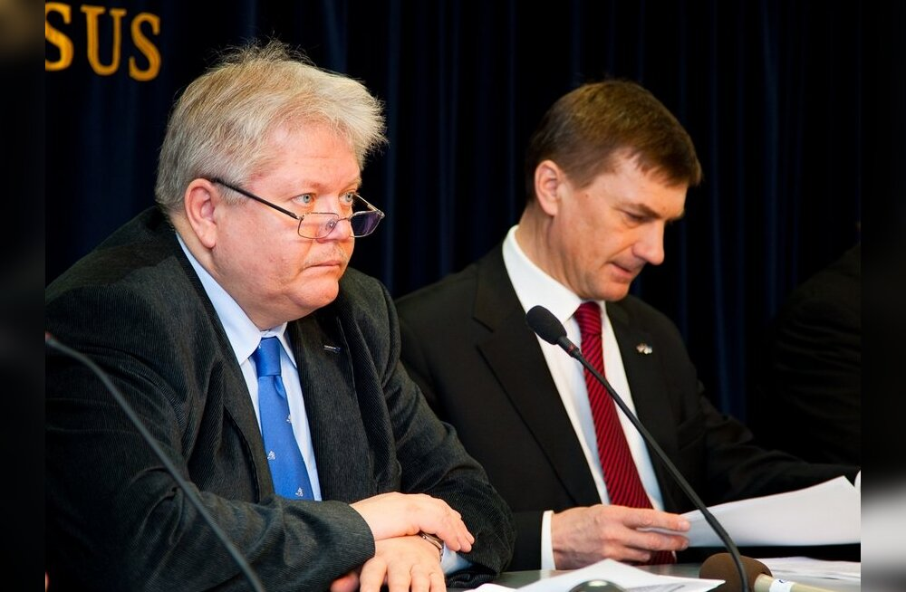 Andrus Ansip ja Rein Lang valitsuse pressikonverentsil