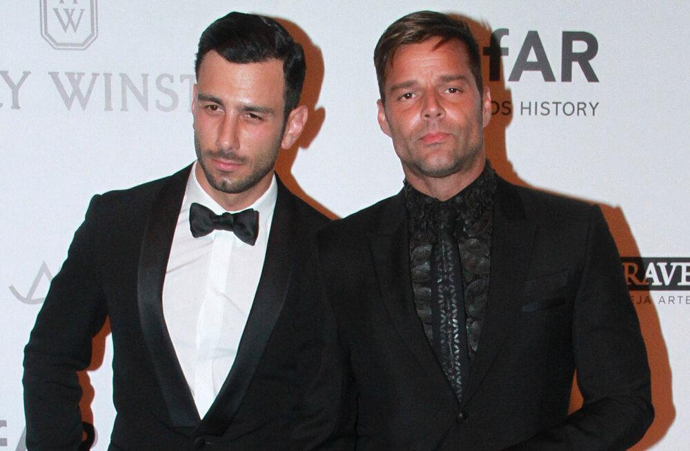 Leivad ühte kappi: Ricky Martin kihlus endast 12 aastat noorema meessõbraga