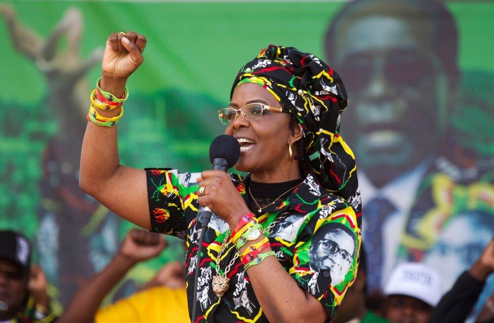 Teist naist pikendusjuhtmega peksnud Zimbabwe esileedi põgenes õigusemõistmise eest kodumaale