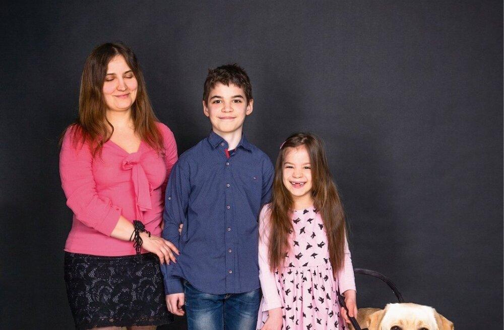 d86dbc629b4 Julia laste Andre, Ariadna ja pere truu abilise Churchilliga. Julia ütleb,  et on